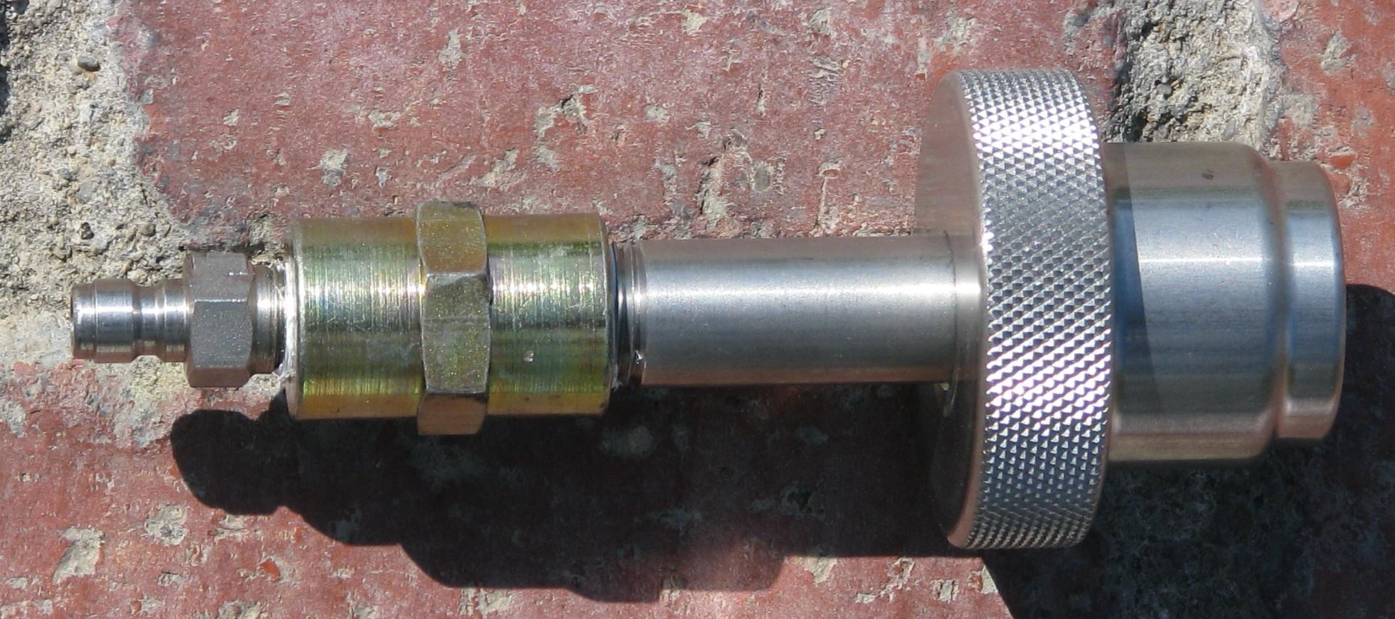 Threads on SCBA CF 4500 PSI tanks / valves?